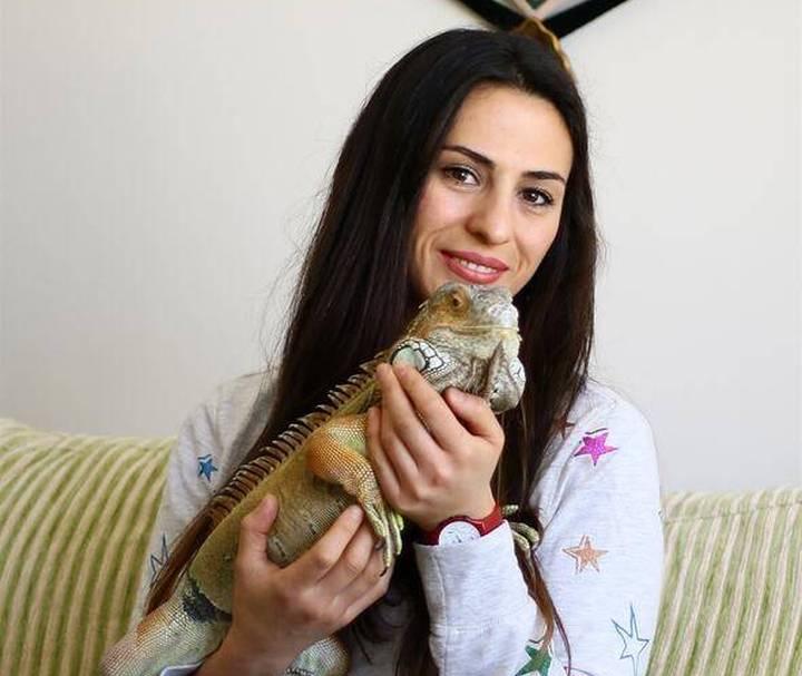 evinde dev iguana ile yaşıyor